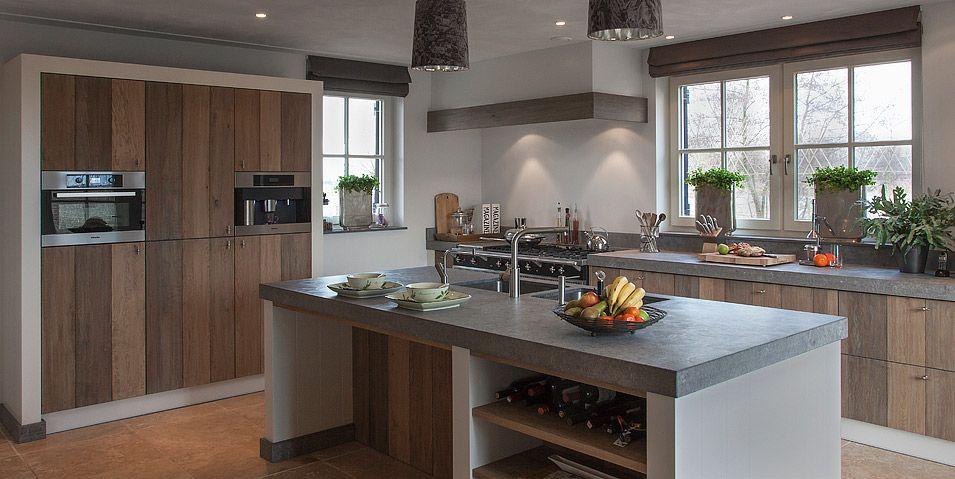 Keuken Moderne Klein : Houten keuken piet boonlandelijke keukenhouten servieskastmooie