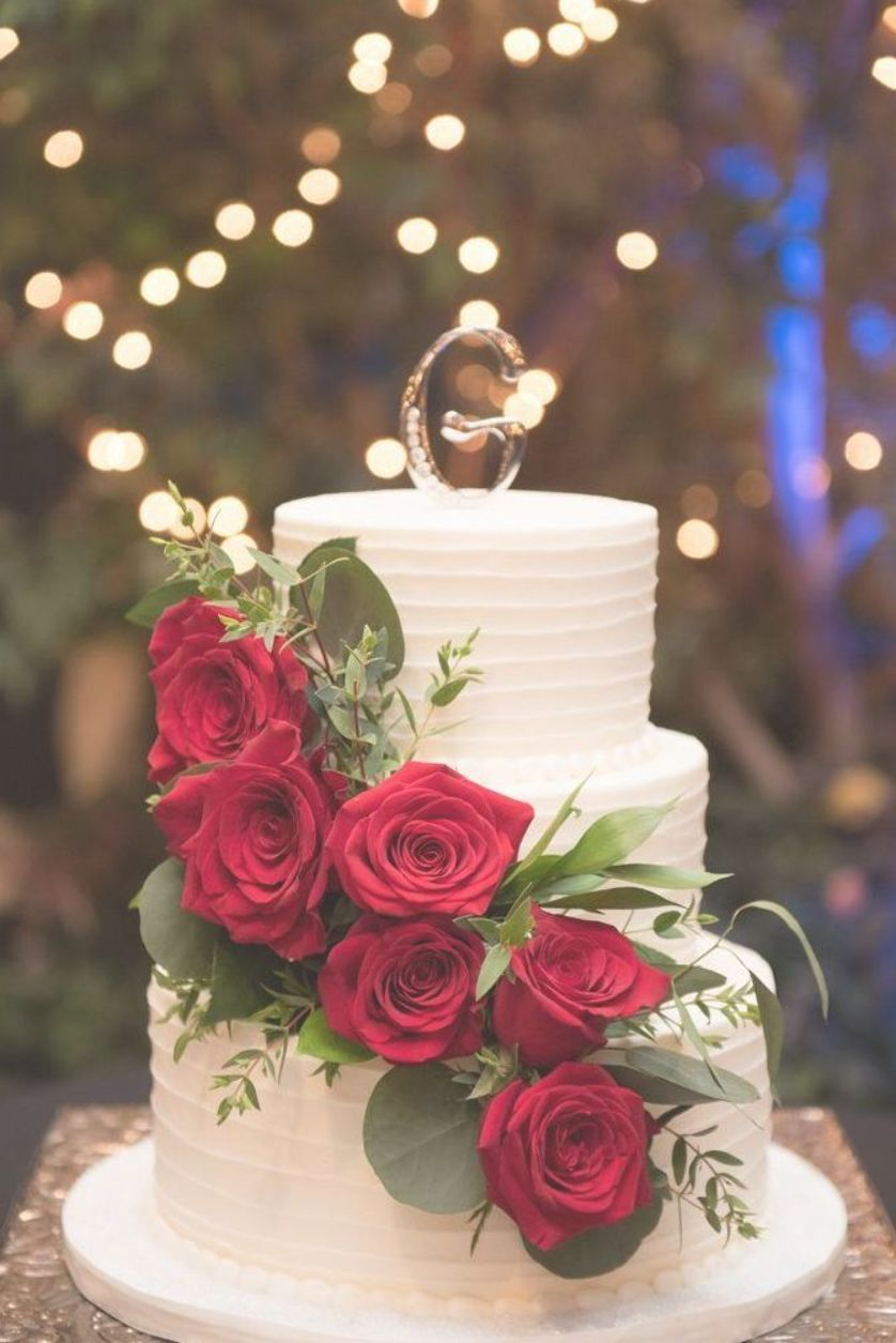 Three tier wedding cake with red roses. weddingcakes