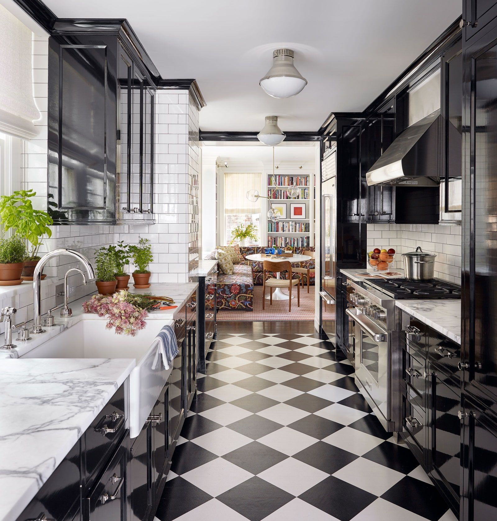 Explore A Classic New York City Pre War Apartment With A Modern Facelift Architectural Digest Black Galley Kitchen House Design