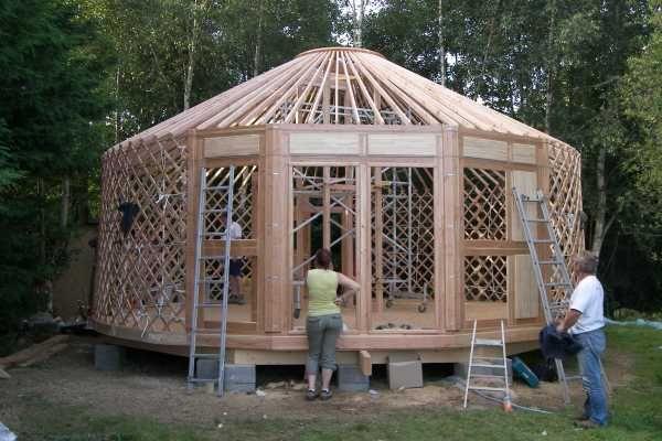 yourte autonome positive eco construction et habitat cologique pinterest yourte cabanes. Black Bedroom Furniture Sets. Home Design Ideas