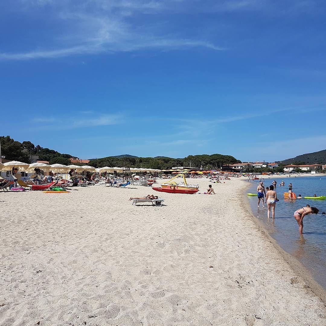 Splendida giornata alla spiaggia di #marinadicampo. Continuate a taggare le vostre foto con #isoladelbaapp il tag delle vostre #vacanze all'#isoladelba.