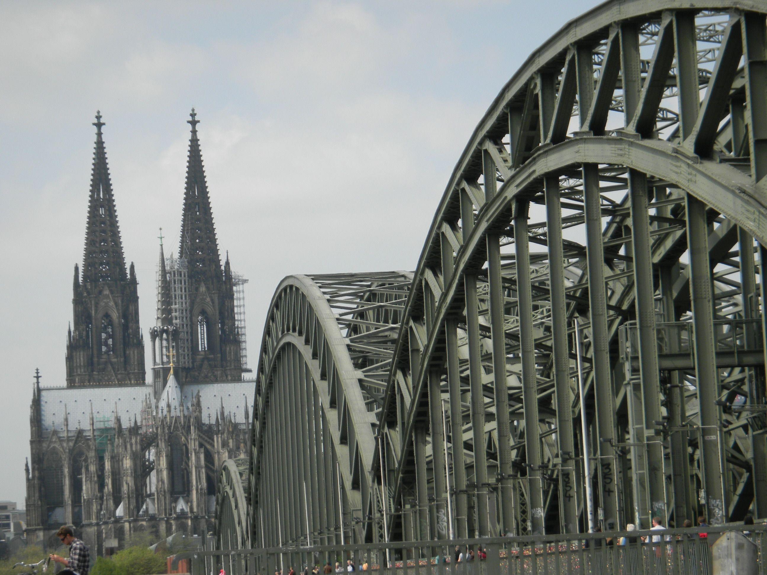 A ponte a Catedral de Colônia - Alemanha