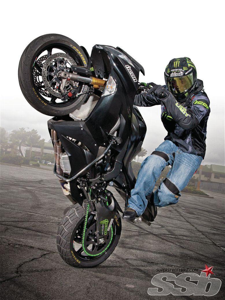 2013 Kawasaki Zx 6r 636 Best Bike For The Price And Was Top In The 600 Class In 09 Motos Esportivas Empinando De Moto Fotos De Motos
