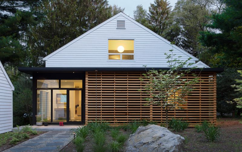 Mid Century Modern Homes Landscaping mid-century home in massachusetts gets an updated look #facades