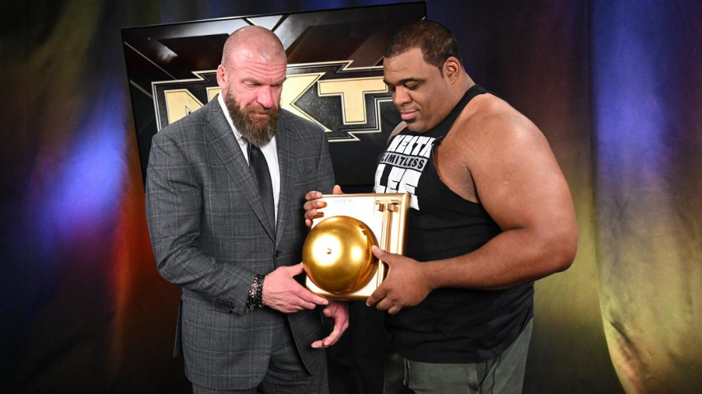 Photos Triple H Poses With Nxt Year End Award Winners Triple H Award Winner Winner