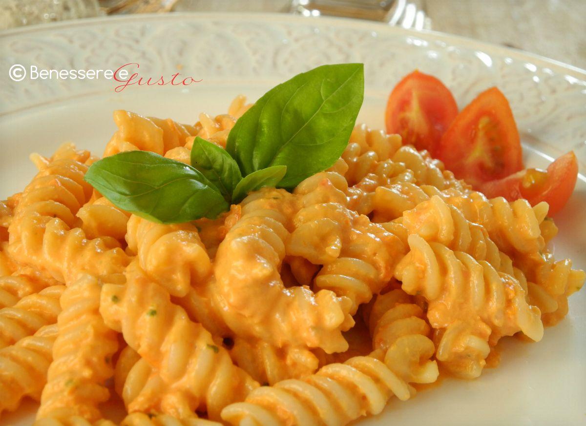 Pasta fredda al pesto di pomodoro e philadelphia pasta for Ricette italiane primi piatti