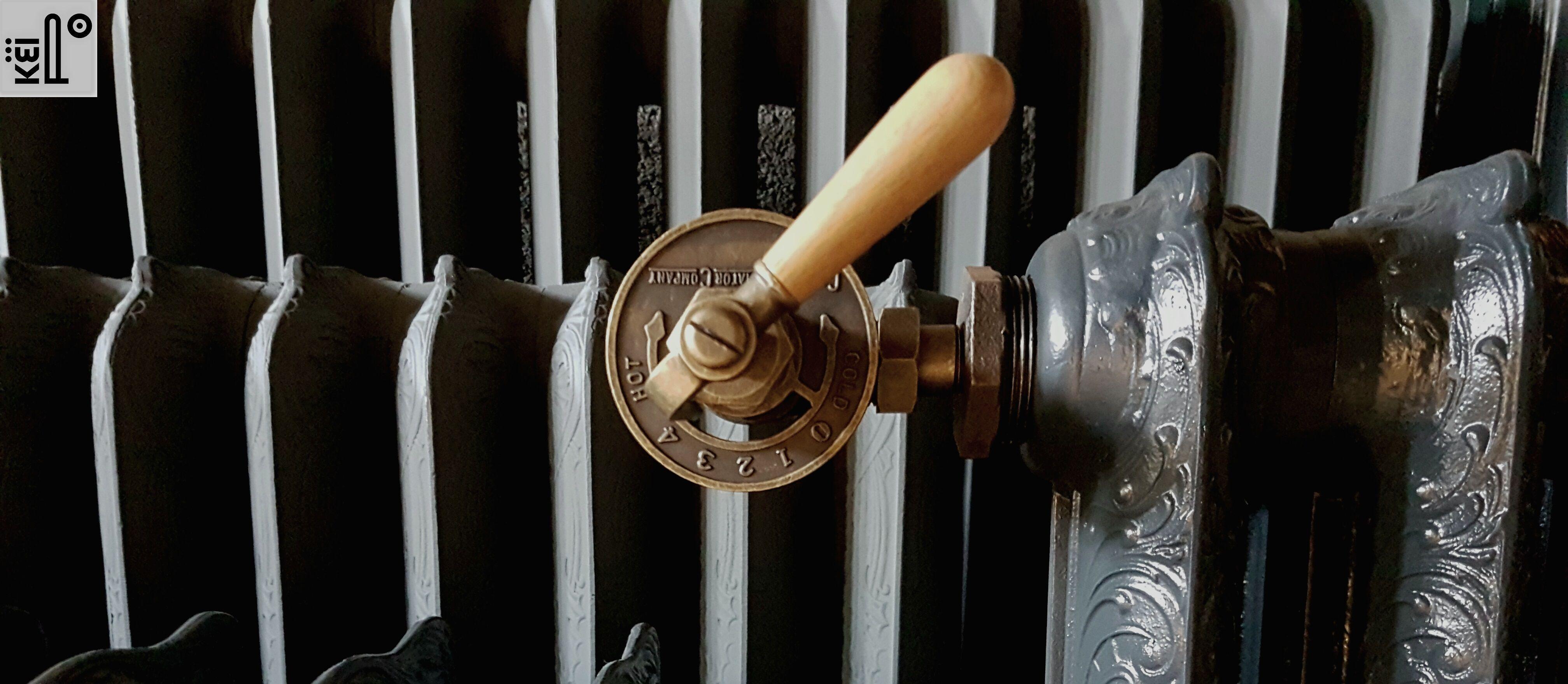 robinet laiton vieilli manche bois pour radiateur fonte. Black Bedroom Furniture Sets. Home Design Ideas