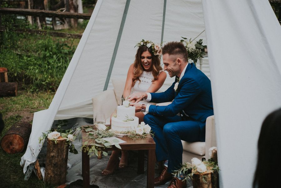 This wedding at The Wellspring Spa features two gorgeous bridal styles, a whimsical take on elegant boho décor, and a lovely first look.