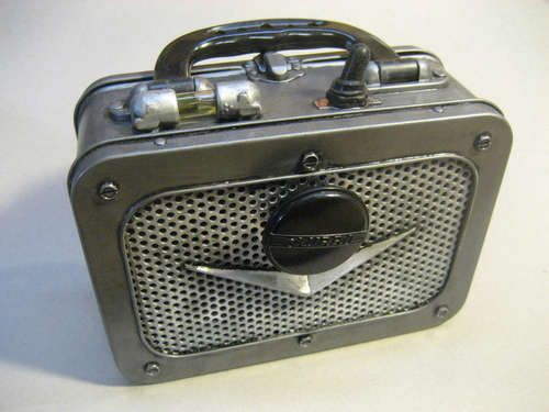 This Do-It-Yourself Dieselpunk amp resembles a lunchbox, which is no surprise since the amp uses a blank metal lunchbox as a base.  The page at unplggd.com provides step-by-step  instructions for creating your own super cool Dieselpunk amp.