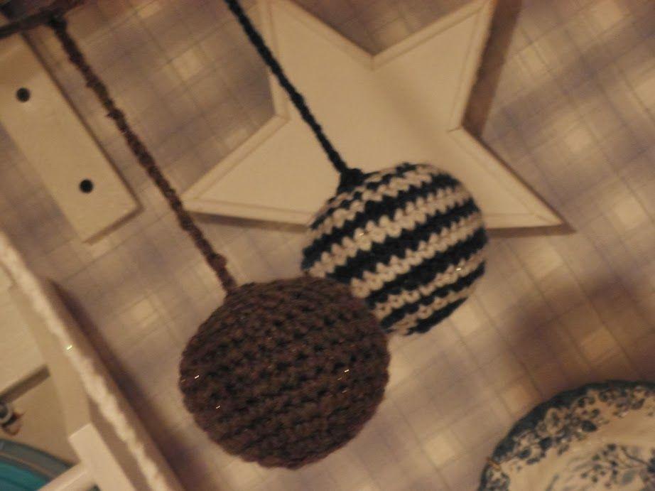 Minun virkkaus-historian laajin projekti on ollut joulupallot, jotka marraskuun aikana tein pikkuhiljaa. Muutama pallo silloin tällöin. Lopp...