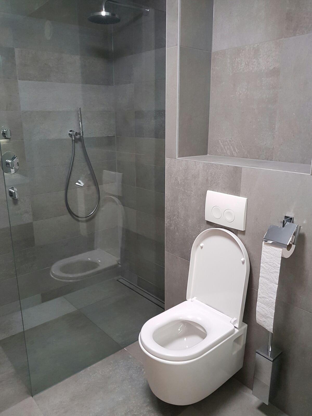 Badkamer renovatie in Amersfoort. Fraaie inbouw douchekraan en een ...