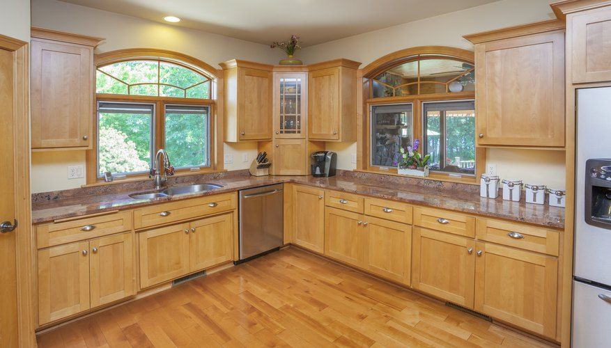 What Color Of Paint Looks Good With Natural Maple Cabinets Kitchen Cabinets Color Combination Maple Kitchen Cabinets Maple Cabinets