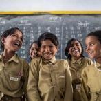 Documentation Unicef élèves posent dans leur salle de classe, dans l'Etat d'Uttar Pradesh, en Inde (2013)