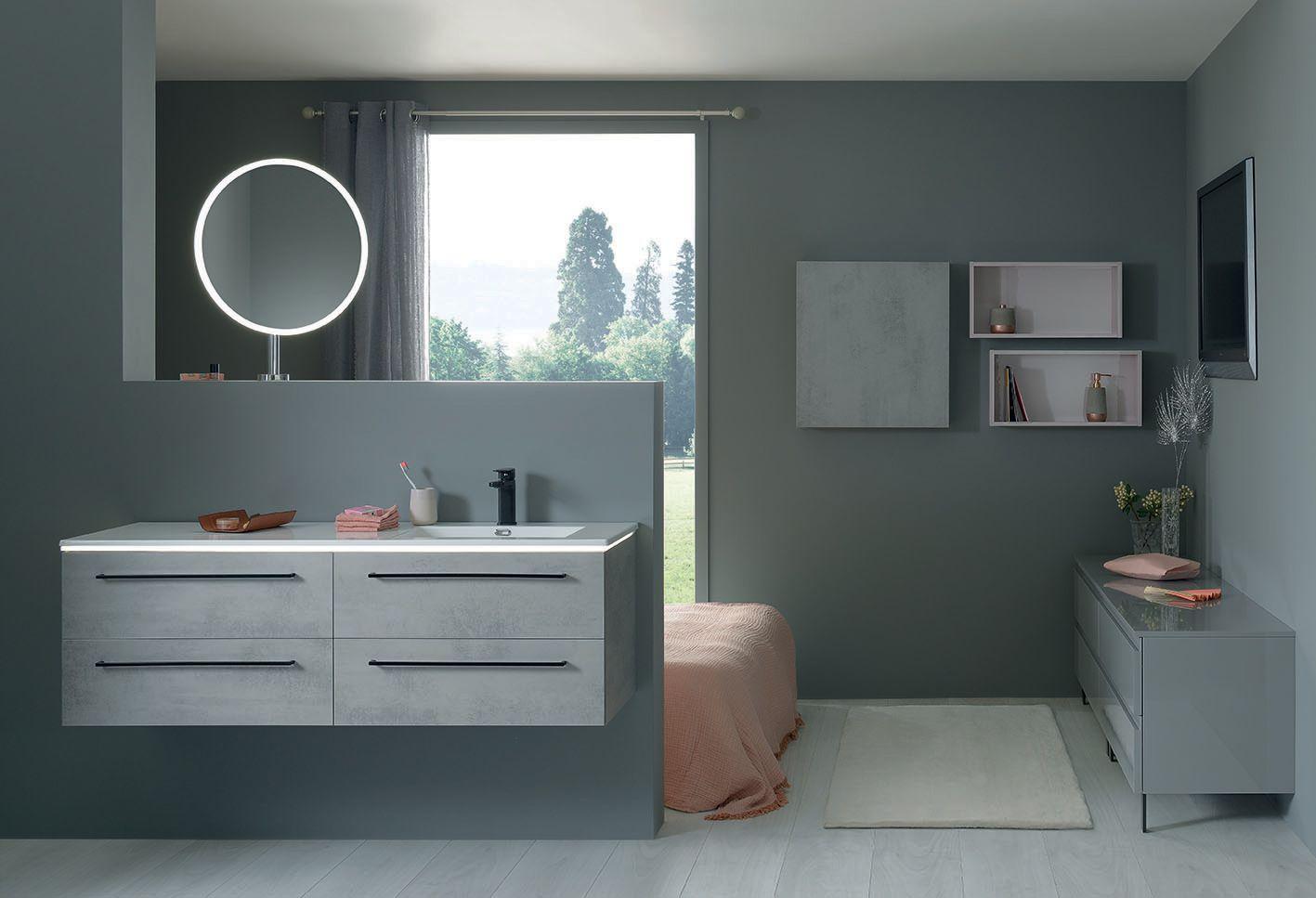 Rien de tel qu?une belle salle de bain pour se lever du bon pied, et profiter d?une journ�e ensoleill�e! Ce meuble vasque halo aux tons gris clairs est �quip� d?�clairages LED int�gr�s, ainsi que de nombreux rangements. Il saura s?adapter � tous vos espac