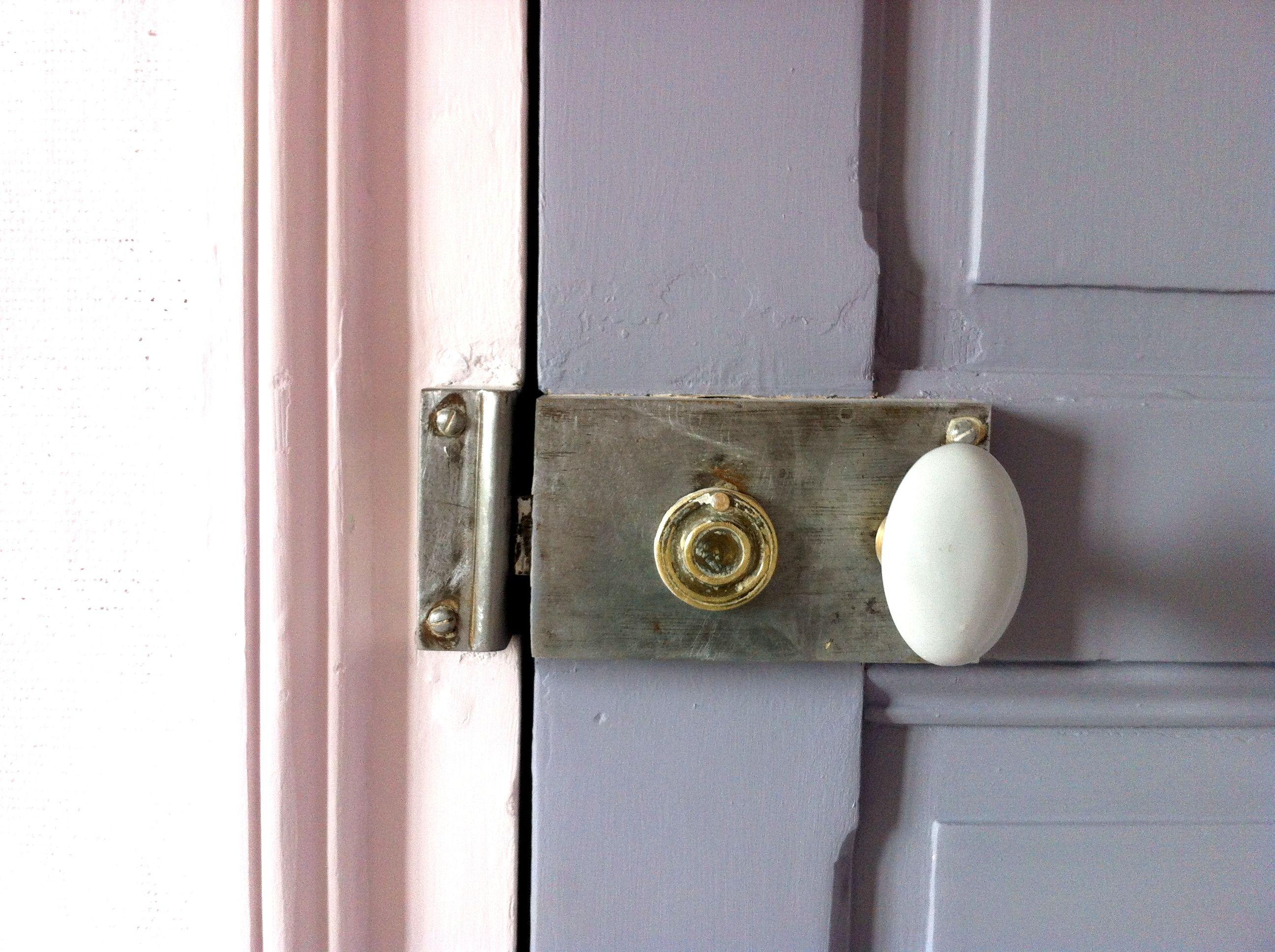 Chambre - Poignée De Porte Ancienne / Bedroom - Door Handle