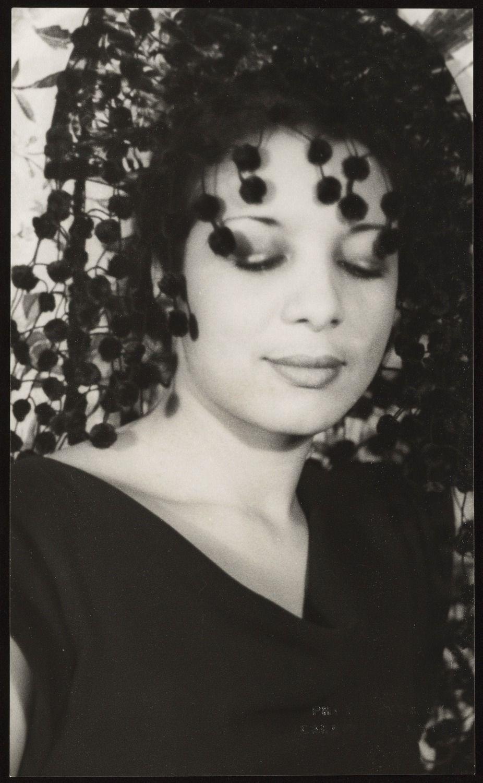 foto Irma Adlawan (b. 1962)