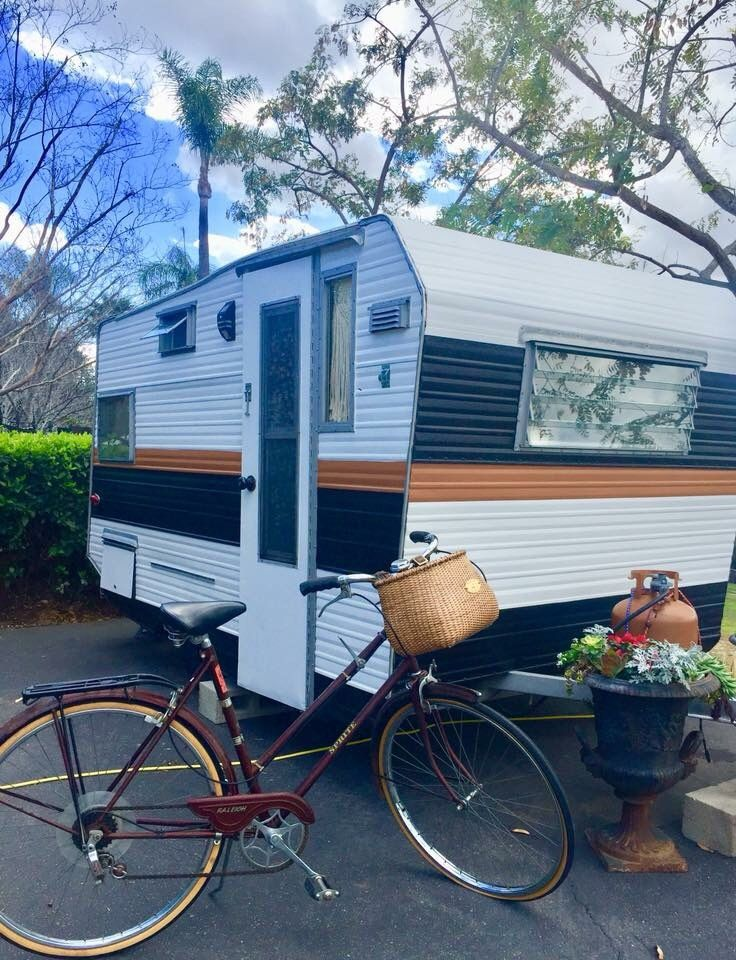 1964 Aristocrat Lo Liner Trailer Glamping Truck Campers