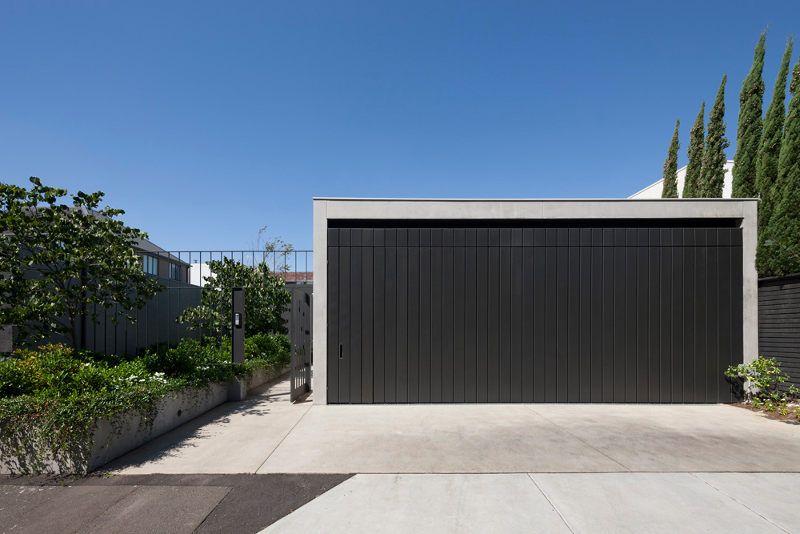 modernes garagentor holz design haus beleuchtung beton zaun | ELLI ...