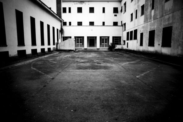 La ESMA, scuola dei cadetti della marina dove funzionava il centro clandestino di detenzione, tortura e morte. Da qui partivano gran parte dei voli della morte. Qui arrivavano le Falcon dopo i sequestri e da qui partivano i camion con i detenuti con destinazione vuelos de la muerte