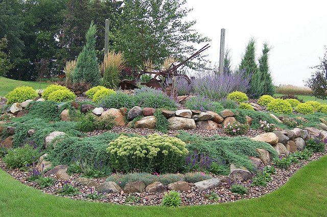 100b0150gardens landscaping wisconsin rock garden for Open yard landscaping ideas