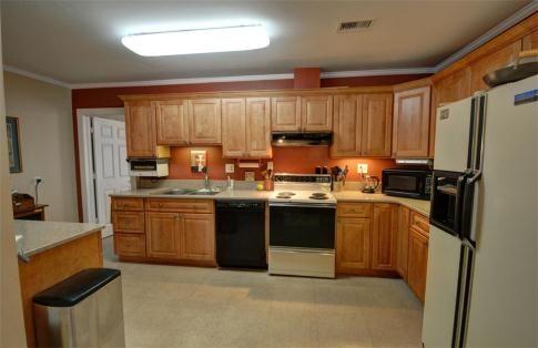 Maple Cabinets And Quartz Countertops