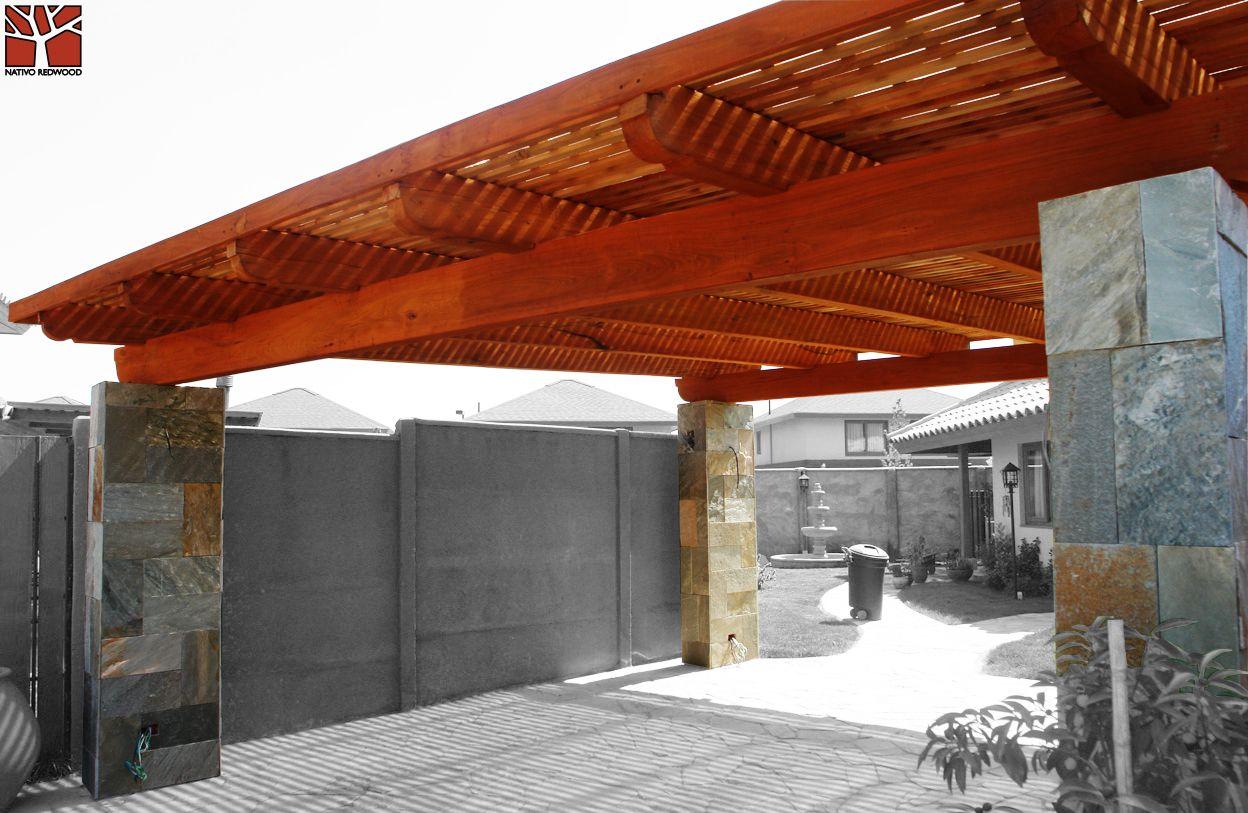 Nativo redwood estacionamiento con estructura de maderas - Vigas de roble antiguas ...