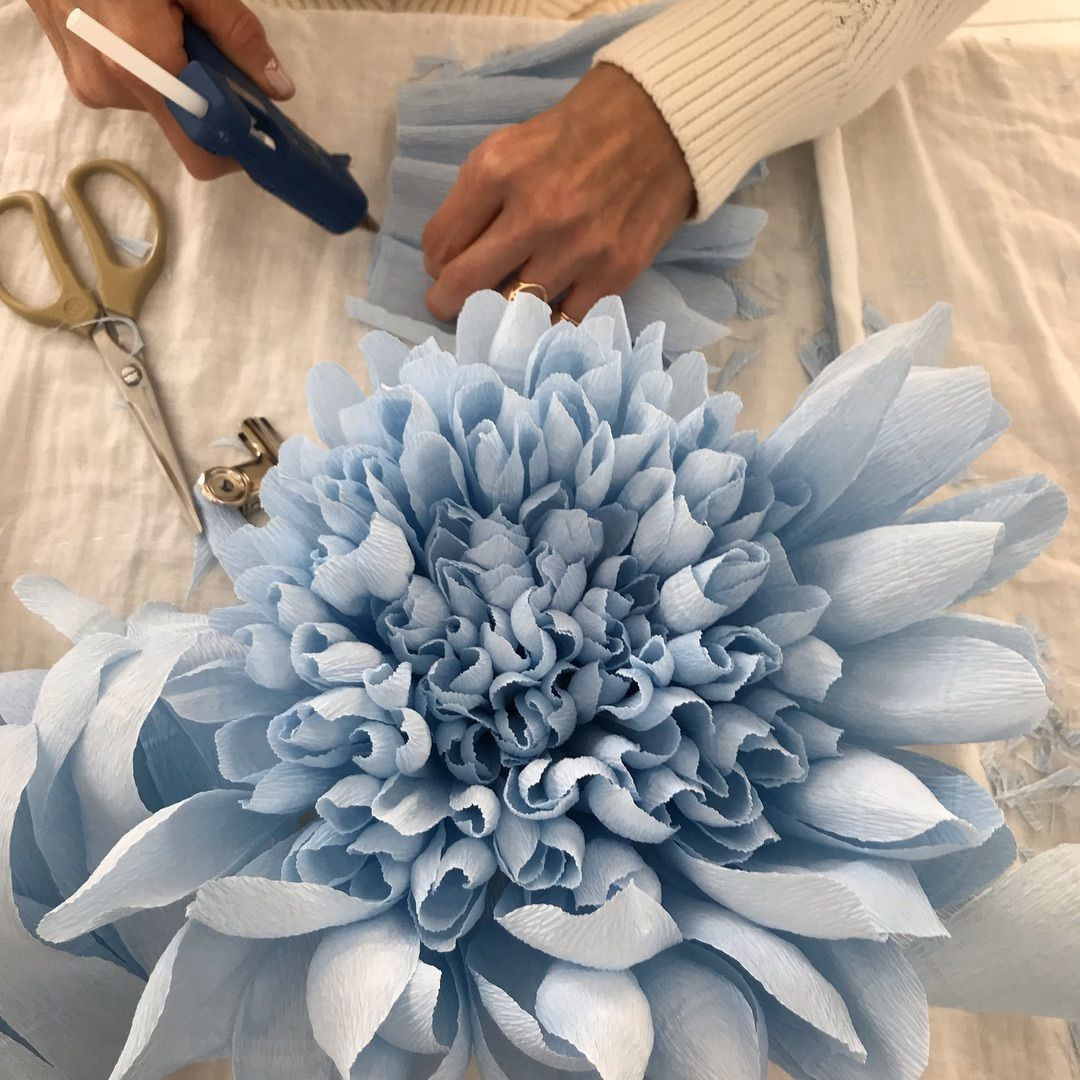 """자이언트플라워 아티스트 메종드선데이 on Instagram: """"작약만들기 힘들어도 좀만 노력하면 ㅋ 멋진 대형작약이 만들어 진답니다 ^^ #giantpaperflower #자이언트플라워 #giantflower #giantflowerspaper #자이언트플라워포토월…"""""""