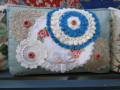 No sewing required!  And a great way to use the doilies that I have and have no idea what to do with.