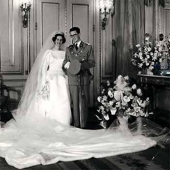 1960. balenciaga diseña el traje de novia de fabiola de mora y