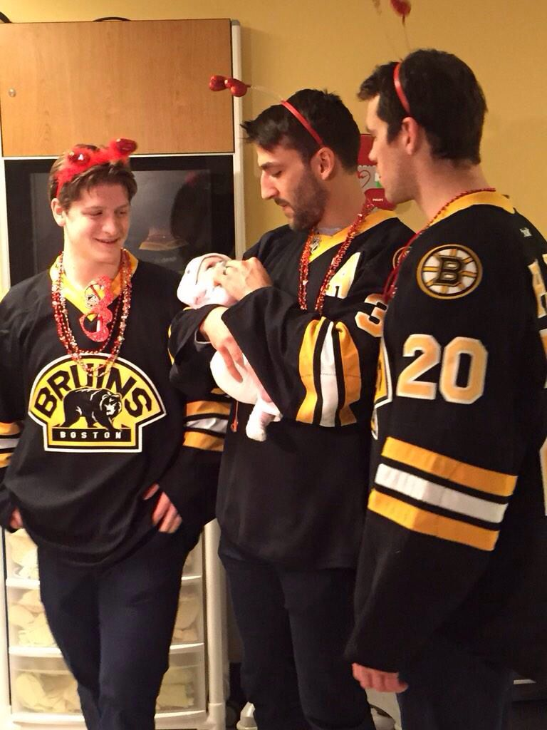 Torey Krug Patrice Bergeron And Daniel Paille Boston Bruins This Is The First Time I Ve Ever Seen A Pict Patrice Bergeron Boston Bruins Boston Bruins Hockey