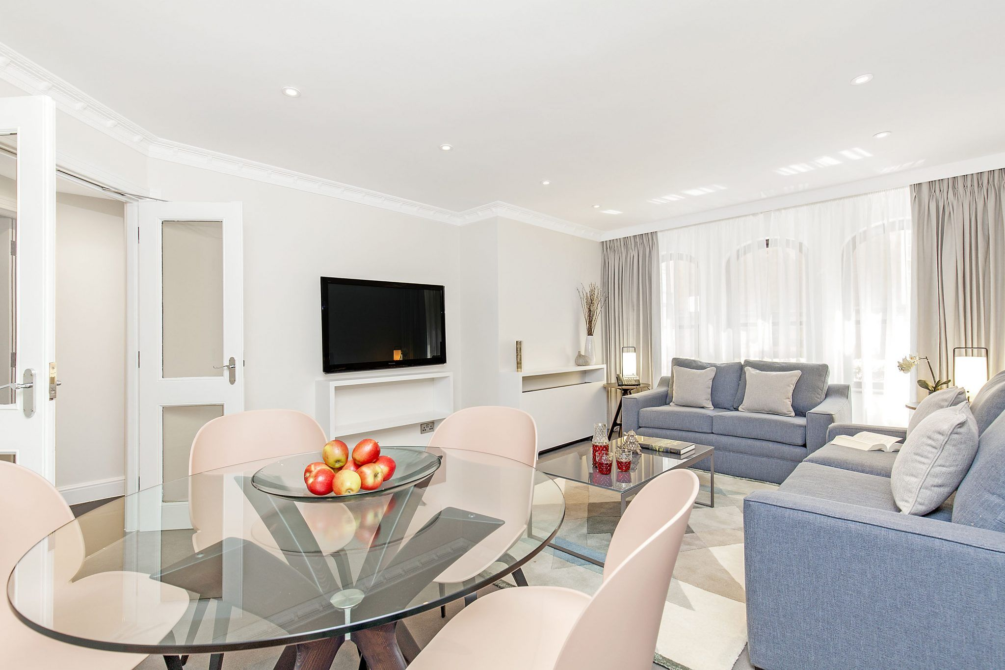 Two Bedroom Deluxe Apartments Offer More Space More Comfort And More Luxury Londonholidayhome Londonva Mayfair House Bedroom Apartment 2 Bedroom Apartment