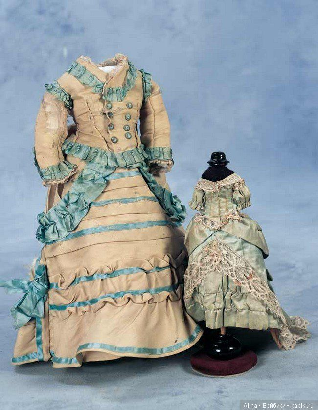 Photo of Antique doll clothes and accessories / …