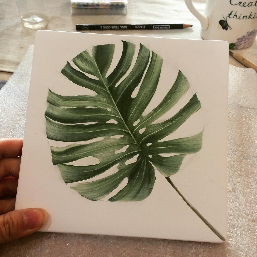 몬스테라 본적이 없는 식물이라 구글에서 사진찾아그림. 수채화 식물책에도 없다니 - #ceramic #pottery #陶芸 #도자기 #도자기핸드페인팅 #타일 #tile #아트액자 #몬스테라 #monstera #초록초록 #식물그림 #일상 #포터리엘 by pottery_l