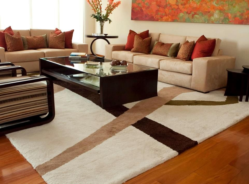 Quieres Cambiar El Estilo De Tu Sala Una Alfombra Que Armonice Con Los Colores De La Habitación P Simple Living Room Decor Living Room Orange Apartment Decor