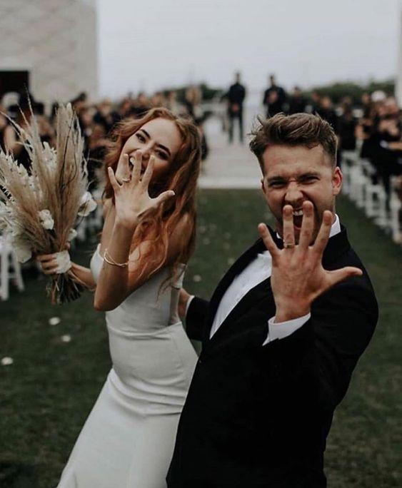 Fun wedding photo pose ideas