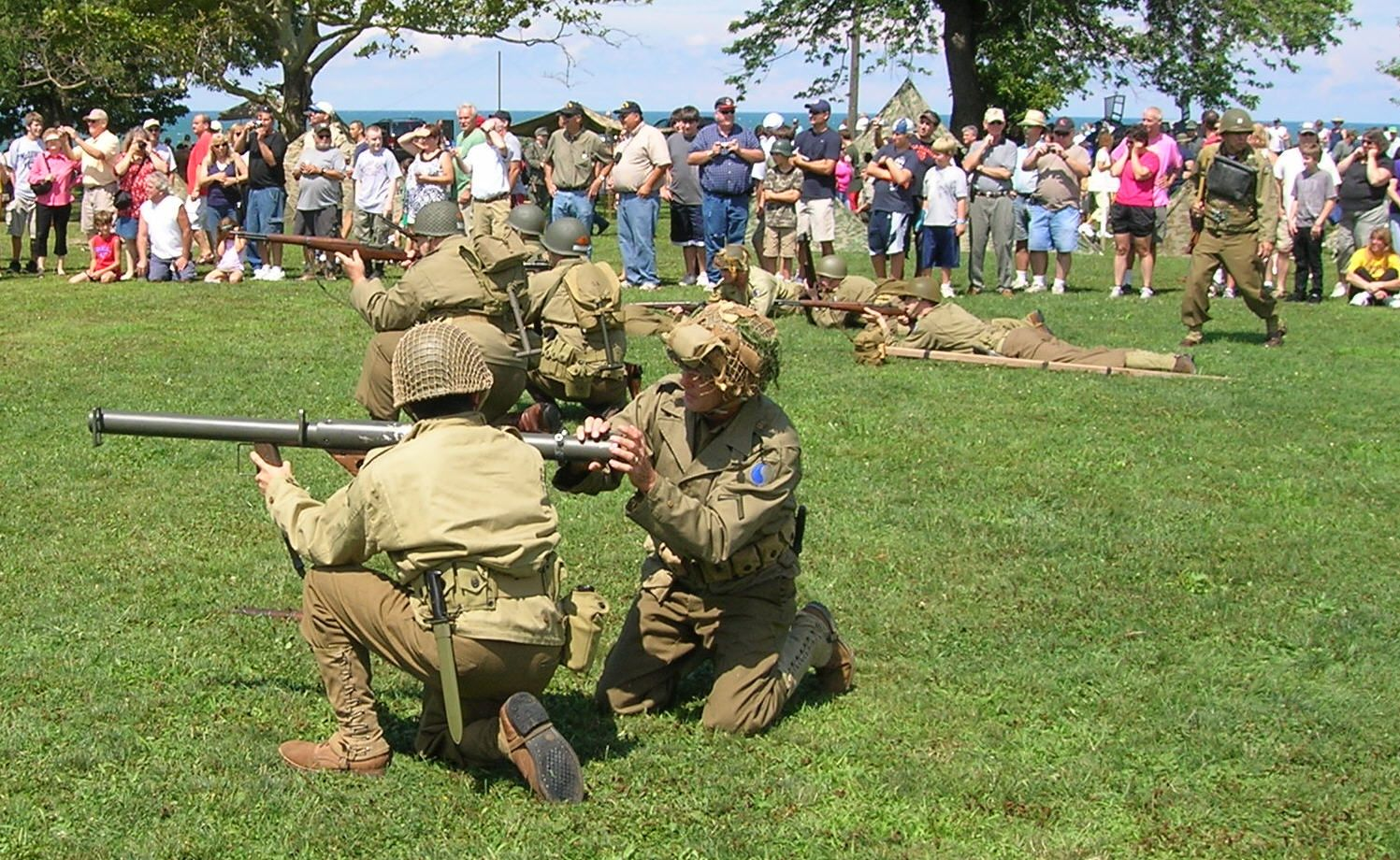 Day reenactment ww ii pictures pinterest - Us Bazooka Team Click On Image To Enlarge