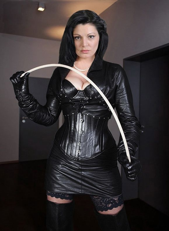 Severe Mistress In Black Shiny Leather And Cane Fotografia