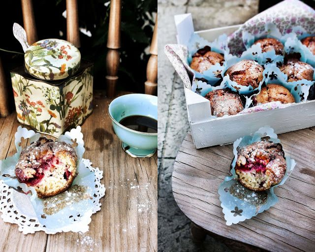 Muffins de morango e manjerona (Strawberry and marjoram muffins).