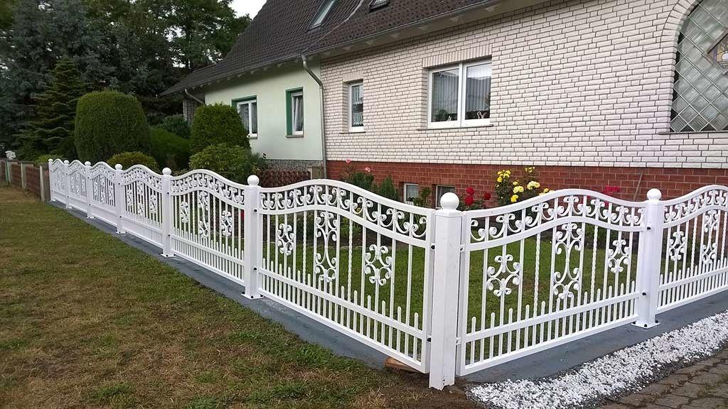 Http Www Gtzaun De Bildergalerie Schmiedezaeune Bilder Aussengelander Modernes Zaun Design Moderne Hausentwurfe