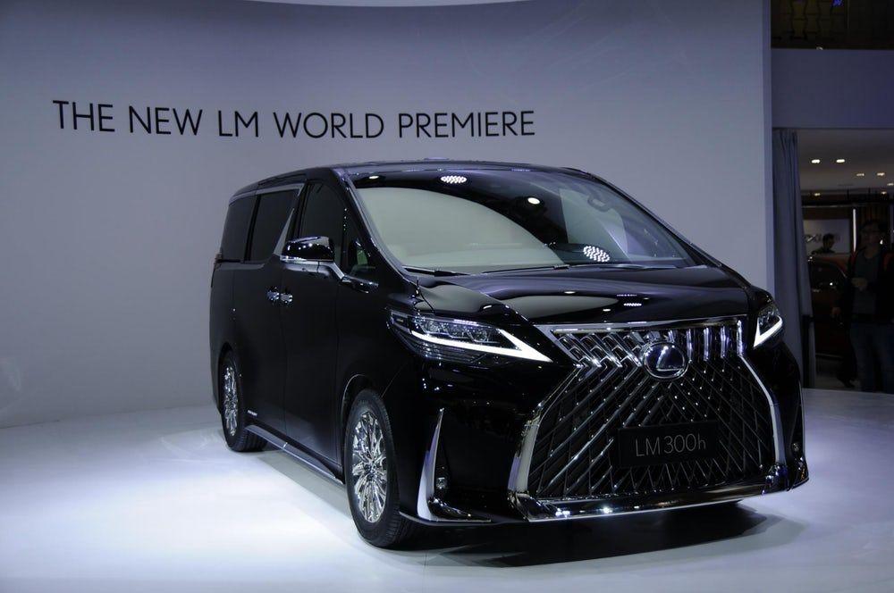 Lexus Makes The Minivan A Proper Luxury Car With Chauffeur Ready Lm Mpv In 2020 Toyota Alphard Mini Van Lexus