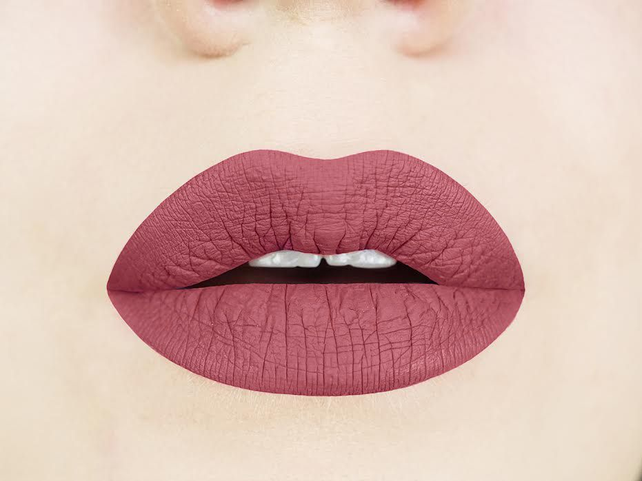 Stella rosae liquid to matte lipstick has a chestnut rose color and a bold, matte finish.  This dusty rose lipstick is the perfect nude lipstick and is flattering on every skin tone.