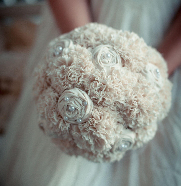 wei er brautstrauss mit wei en nelken und wei en seidenrosen bridal bouquets pinterest. Black Bedroom Furniture Sets. Home Design Ideas