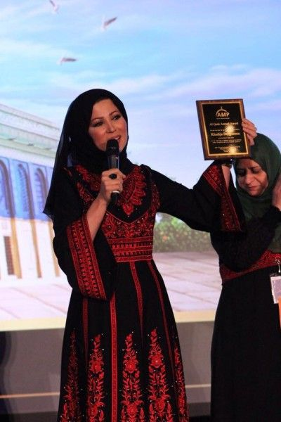 بالصور جمال خديجة بن قنة بالثوب الفلسطيني يبهر متابعيها دنيا الوطن Palestinian Costumes Afghan Clothes Traditional Dresses