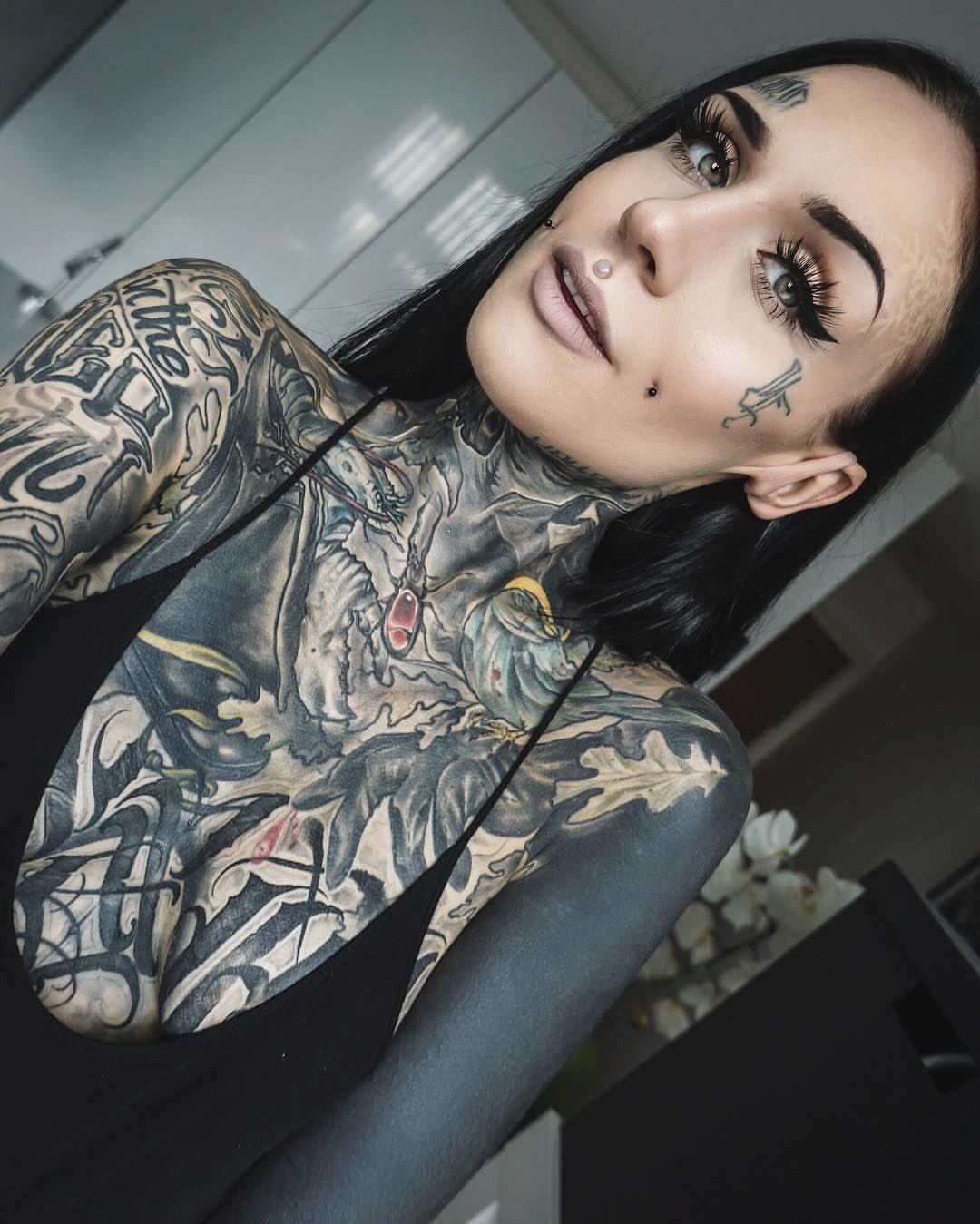 Nude Tattoo Girls