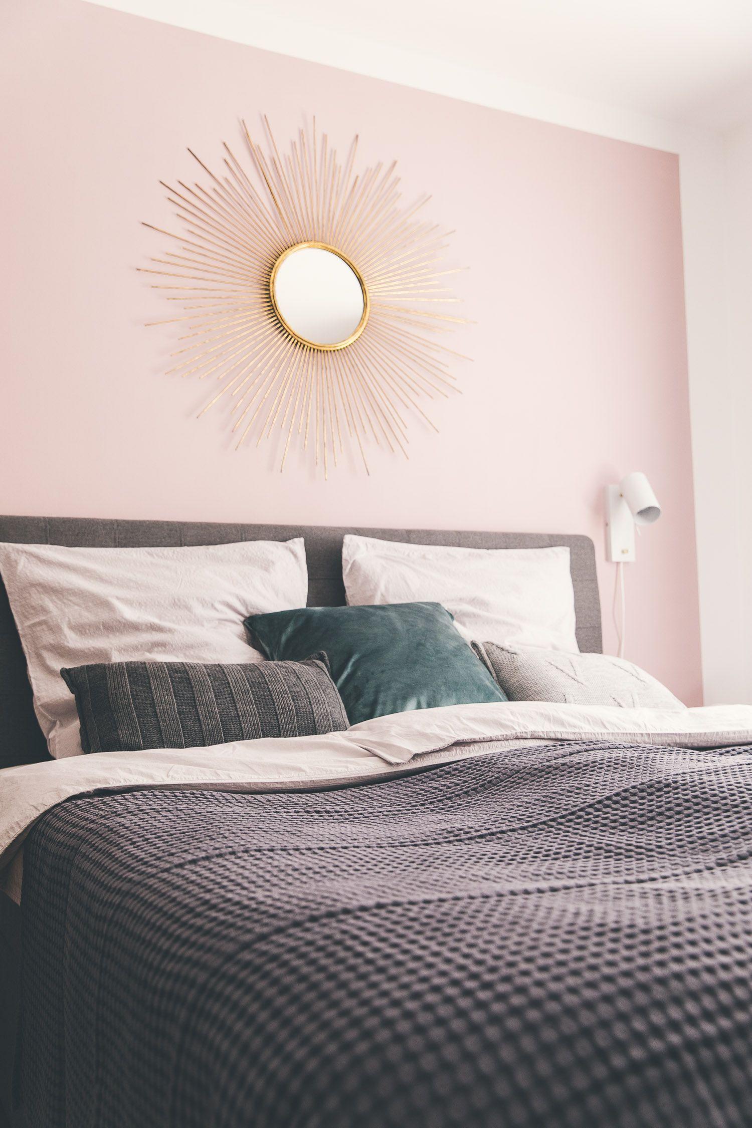 Sonnenspiegel An Rosa Wand Im Schlafzimmer Schlafzimmer Wand Schlafzimmerfarbe Rosa Wande