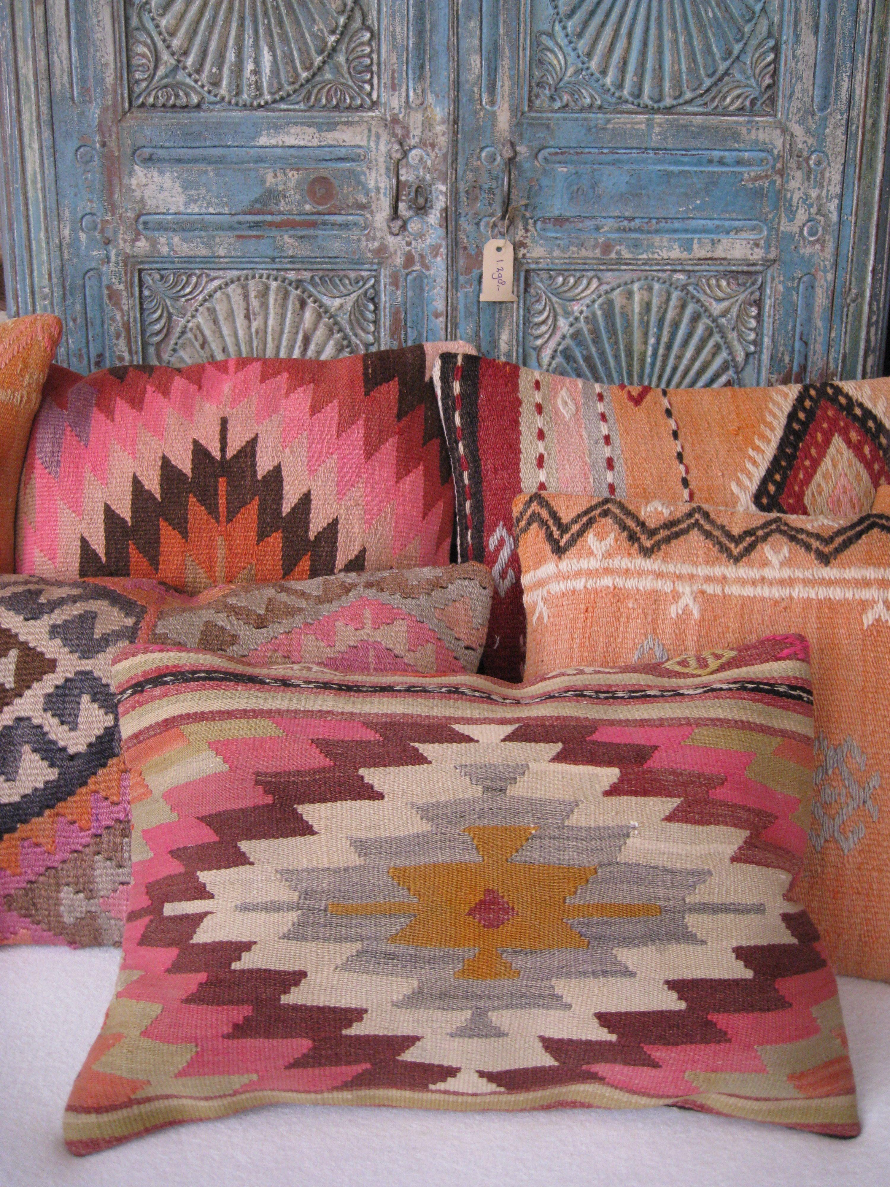 kilim cushions at la vie bohème | boho, gypsy, hippie decor, Schlafzimmer entwurf