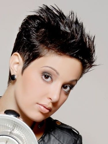 19 Chic Short And Messy Hairstyles Short Pixie Haircuts Short