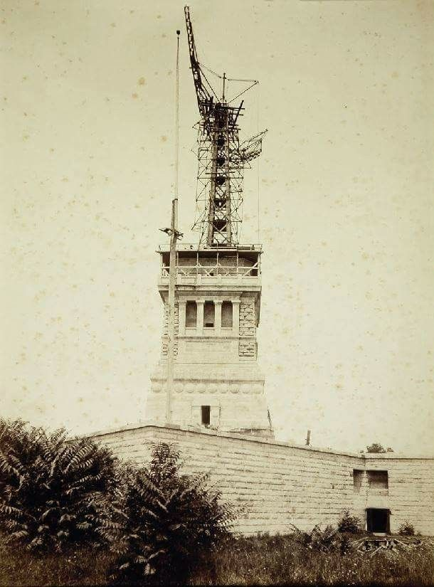 Lady Liberty\'s frame rising, New York City 1886 | New York City ...