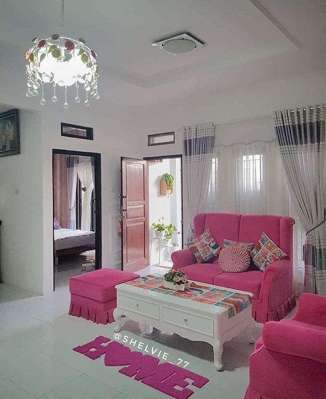 Sofa pinknya lucu ya. Setuju??  .  by @shelvie_77 . . Like  dan Tag temanmu  Follow @rumah.idn  Follow @rumah.idn  Follow @rumah.idn . .  #designrumahminimalis #desainrumah #rumahidaman #inspirasirumahmungil #rumahidamankeluarga #desaininteriorrumah #designrumah #inspirasiruangan #rumahminimalis #desainrumahminimalis #rumahmodern #designrumahmodern #rumahnyaman #homedecor_shabbychic #desainrumahidaman #inspirasirumahidaman #rumahshabby #desainrumah #interiorrumah #rumahshabbychic #homesweethome