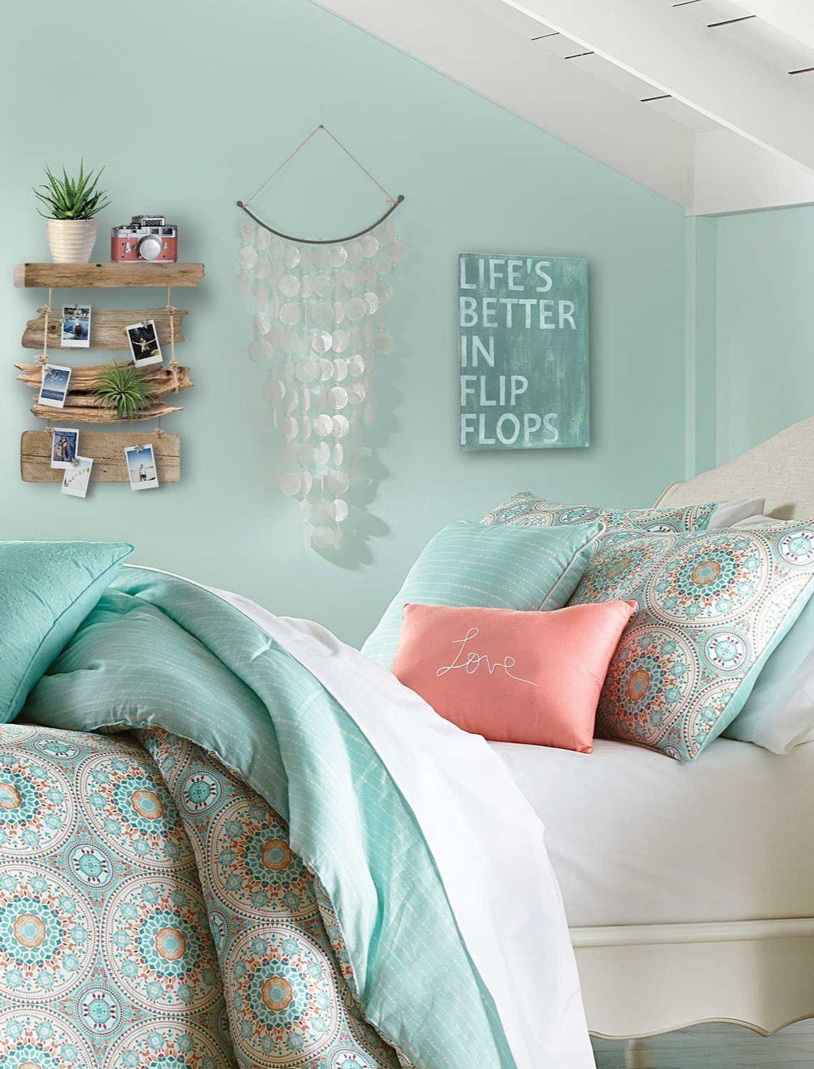 Life S Better In Flip Flops Sign Bedroom Wall Decor Pastel Bedroom Beach Themed Bedroom Beach Room